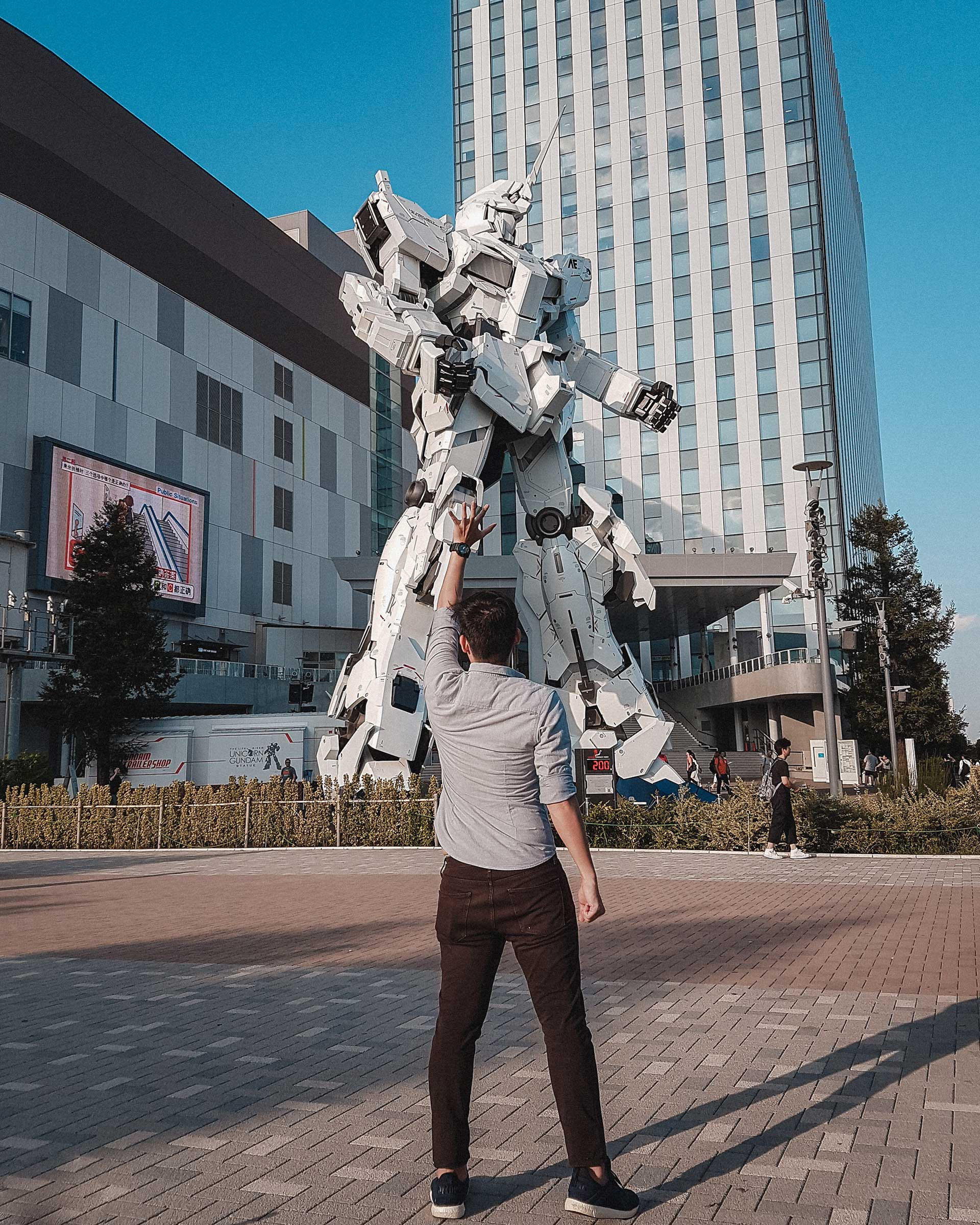 Scud in front of Life Size Unicorn Gundam