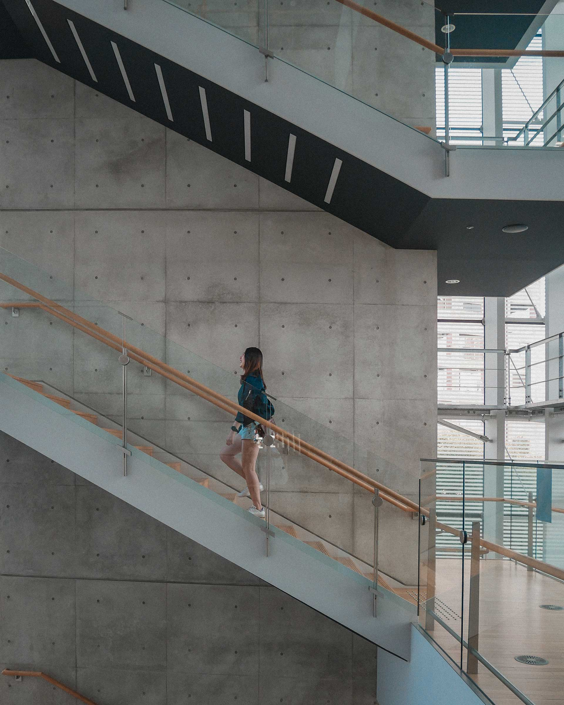 FattyBonbon walking up a staircase in The National Art Center, Tokyo (国立新美術館)